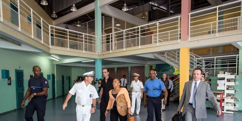 Six détenus dans 11 m² : un rapport accablant sur le centre pénitentiaire deGuyane